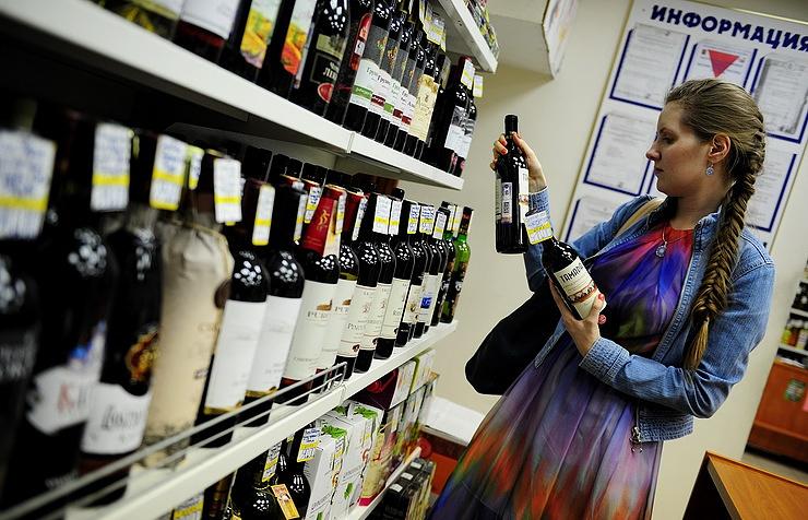 Жители РФначали больше потреблять коньяков иимпортных вин